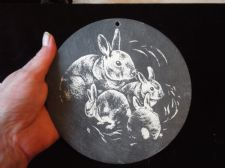"COLLECTABLE HANDPAINTED SMALL SLATE WALL TILE RABBITS MUM & BABIES 6"" DIA"
